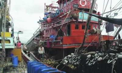 Kapal ikan ilegal Thailand di laut Natuna, Kalimantan Barat