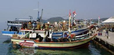 Kapal ikan di pelabuhan Lempasing