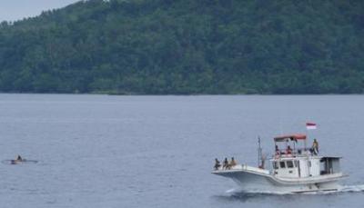 Kapal ikan di laut Tulehu, Maluku