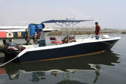 Fiber fishing boat Surabaya : P - 9.10m, L - 2.60m, T - 0.55m, engine 2 x SUZUKI DF175, kapasitas orang : 6-8