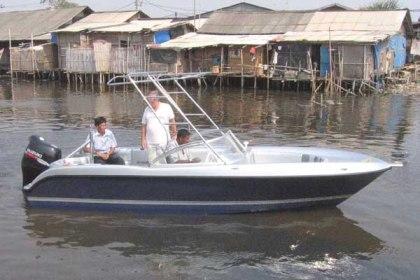 Fiber fishing boat Surabaya : P - 5.90m, L - 2.20m, T - 0.45m, engine SUZUKI DF175, kapasitas orang : 4
