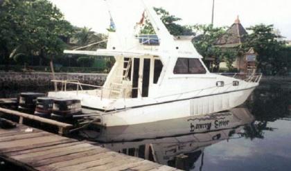 Fiber fishing boat Surabaya : P - 11.92m, L - 2.68m, T - 1.30m, engine OBM 3 x 200 HP, kapasitas orang : 30