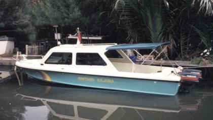 Fiber fishing boat Surabaya : P - 6.50m, L - 2.00m, T - 0.90m, engine OBM 2 x 85 HP, kapasitas orang : 14